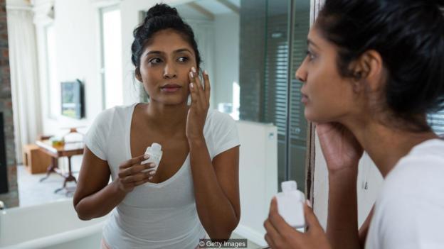 在一项研究中,女性必须每天涂抹防晒霜34至277年,才能达到导致大鼠病变所需氧苯酮相同的剂量