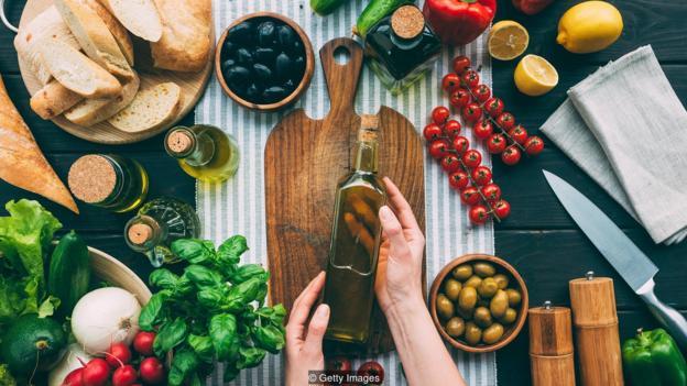 在一项研究中,用单一不饱和脂肪(如橄榄油)代替饱和脂肪可以减少11%的死亡率