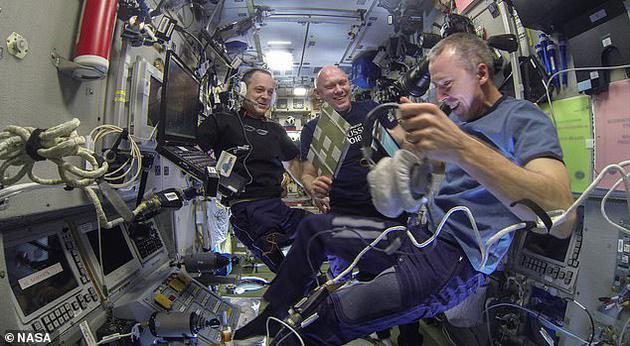 研究人员对10位宇航员的大脑扫描显示,有3种主要大脑组织的体积存在明显差异,这10位宇航员平均在国际空间站执勤189天。