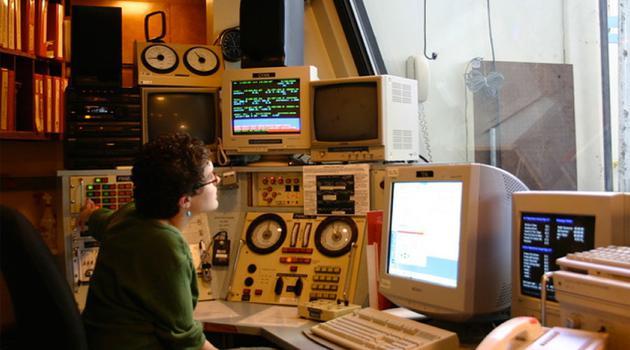 2004年,天体物理学家从基特峰国家天文台2.1米望远镜的温暖房间里按下按钮,打开了望远镜圆顶
