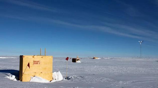 行使南极冰立方中微子不都雅测站(IceCube,位于阿蒙森-斯科特南极站)的数据,钻研人员估测了地球的质量。