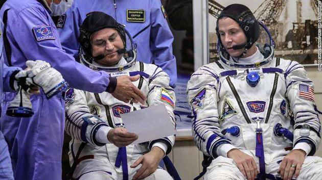 执行此次任务的美国与俄罗斯宇航员