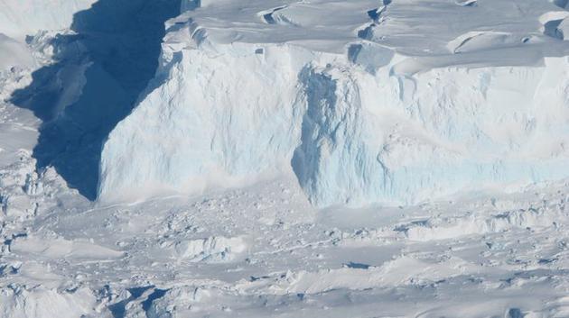 思韦茨冰川的作用就像一只软木塞,一旦它开始分崩离析,就会导致海平面上升。2019年,研究人员将开展考察任务,分析该冰川离垮塌还有多久。