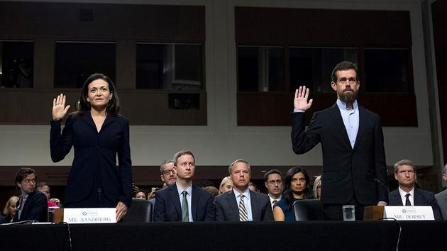 桑德伯格与多西参加参议院听证会