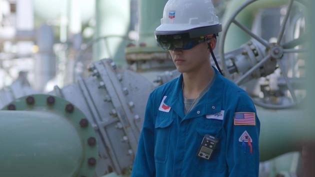 微软为HoloLens增加工业用途:让员工之间远程协作