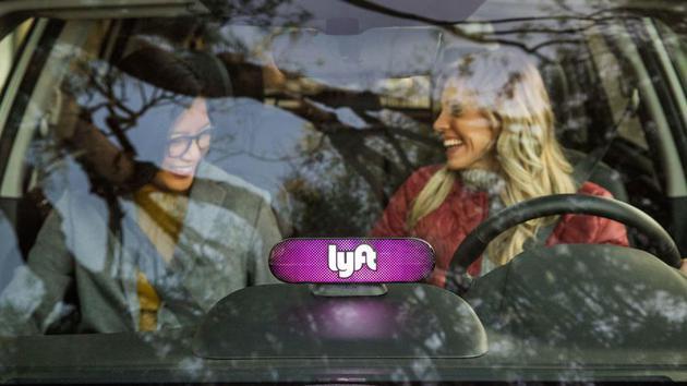 纽约法律给网约车司机定最低工资标准 Lyft不满提起诉讼