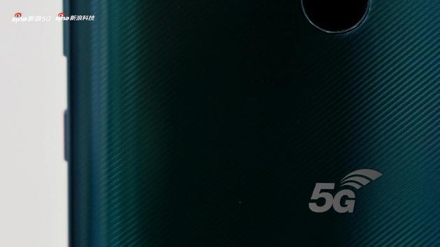 背面的5G Logo格外耀眼