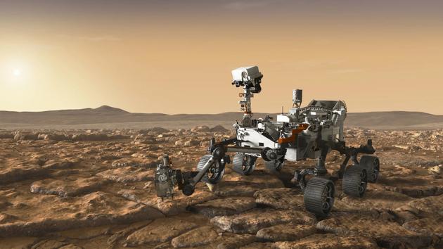 圖中是火星2020探測器概念圖,美國宇航局首席科學家吉姆__格林(Jim Green)在接受記者采訪時稱,人們可能很快就會發現火星上生命存在的證據,但是當前人們還沒有對相應的發現結果做好準備工作。
