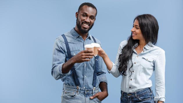 英国NHS推荐每天摄入6至8杯液体,包括茶和咖啡。