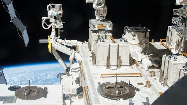 细菌如何在太空中存活数年?形成厚厚的凝结块