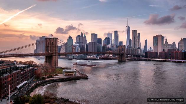 孟买的人均住房面积只有曼哈顿的四分之一,因此更加拥挤。