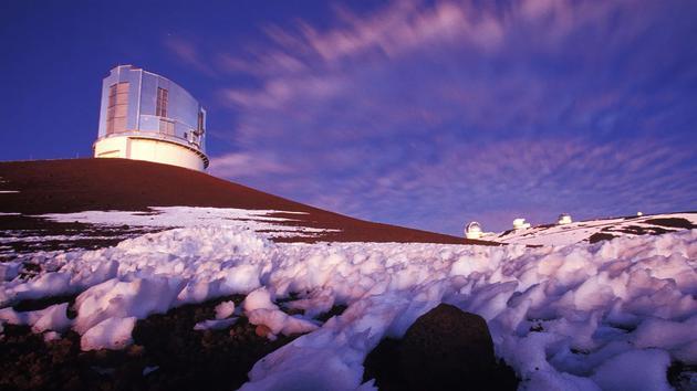 """夏威夷的昴星团望远镜在搜寻第九行星的过程中,已经找到了太阳系中已知最遥远的天体,绰号""""Farfarout""""。"""