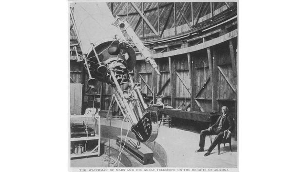 罗威尔在亚利桑那州弗拉格斯塔夫建造了一个天文台,以观察火星文明。最终,这个天文台发现了冥王星。