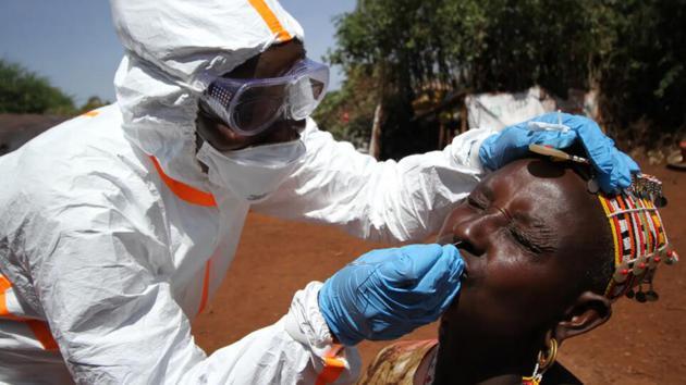 在对骆驼进行取样后,研究人员从人类身上提取样本,以检查病毒是否可能传染给人类