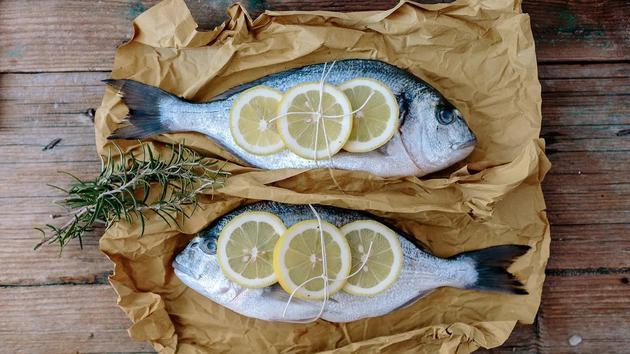 对鱼油保健品需求的不断增加,意味着我们吃下肚的养殖鱼中的Omega-3含量正在减少。