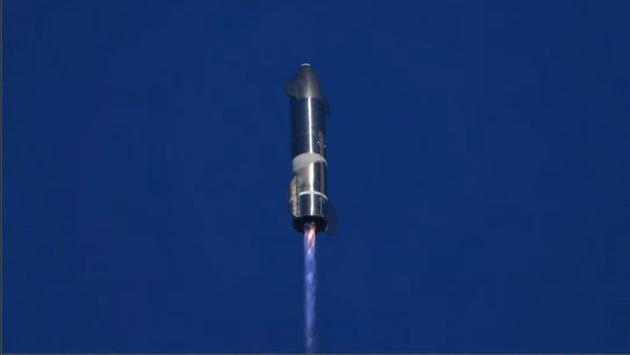 星舰SN8配备了3台猛禽发动机,而未来的星舰飞船将配备6台这样的发动机