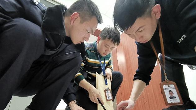 """西安一药企员工集体被警方带走:涉""""祖传特效药""""特大电信网络诈骗"""