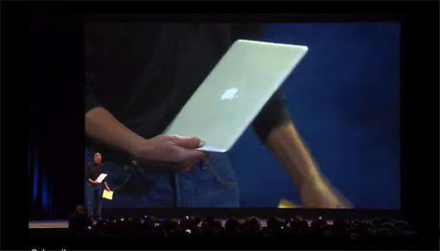 乔布斯从信封掏出MacBook Air的经典画面