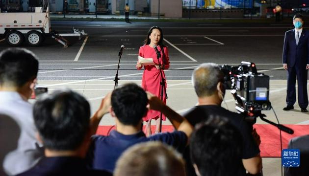 9月25日晚,在黨和人民親切關懷和堅定支持下,孟晚舟在結束被加拿大方面近3年的非法拘押后,乘坐中國政府包機抵達深圳寶安國際機場,順利回到祖國。這是孟晚舟致辭。新華社記者 鄧華 攝