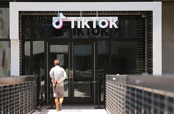 当地时间2020年8月27日,美国加利福尼亚州卡尔弗,TikTok公司办公室外的标识。人民视觉 资料图