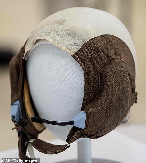 """登月舱驾驶员奥尔德林的""""史努比帽"""""""