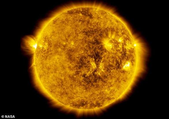 大約50億年之后,我們的太陽將會迎來生命的終點。那時候,我們生活的地球可能將會一起陪葬,不過至少,我們現在還不必為如此久遠的將來擔憂,明天,太陽還會照常升起