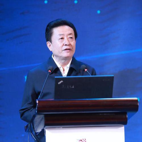 12月21日,全国政协委员、中国音数协理事长孙寿山在海南举办的2018年度中国游玩产业年会上致辞。 中国青年网 图