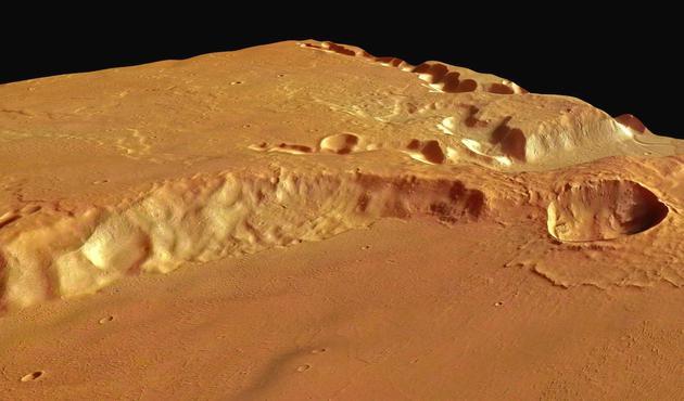 """图中是欧洲航天局""""火星快车""""探测器拍摄的梅杜莎槽沟层,它可能是太阳系最大规模的火山喷发形成的,并非之前一些人猜测的是外星UFO碰撞地点。"""