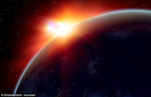 一位资深天体物理学家警告称,下一颗碰撞地球的小行星撞击地球仅是一个时间问题,目前已探测到数千颗近地天体,对地球构成潜在威胁。