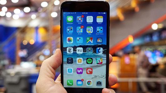 iPhoneX支持无线充电 但苹果却没造出无线充电器