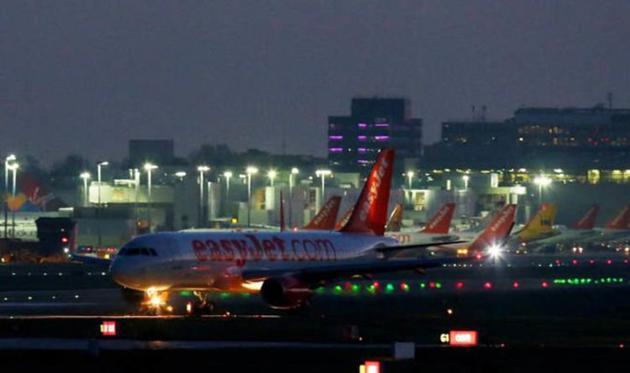 两架无人机闯入:英国第二大机场周三开始瘫痪