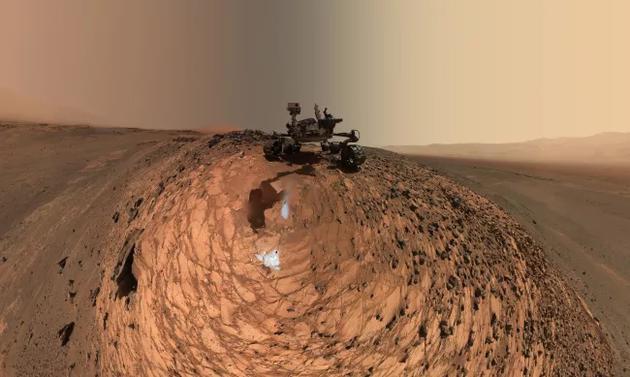 NASA的好奇号火星探测器位于夏普山附近
