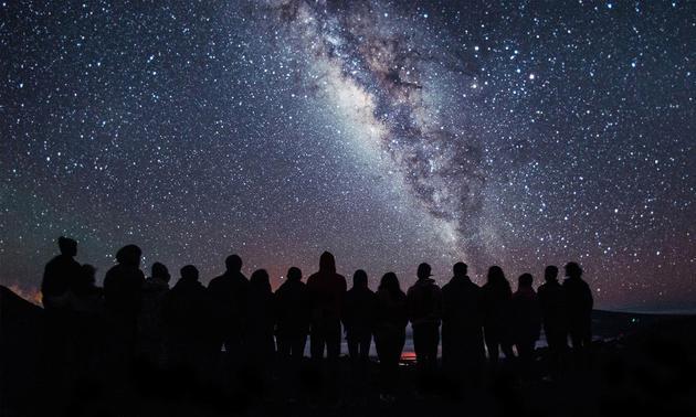 正如新冠肺炎大流行使世界陷入悲剧一样,天文学之美也能使我们在胜利和喜悦中走到一起