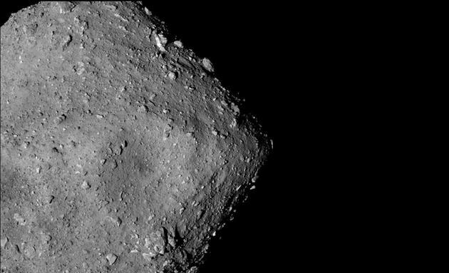 科学家之所以选择龙宫小行星作为勘测目标是因为它属于颜色较深的小行星类型,此类小行星可能存在含水矿物质和有机化合物,此类小行星被认为是地球上发现富含水和碳的黑色陨石(被称为碳质球粒陨石)的母体。