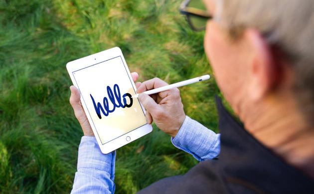 库克发微博表示新mini能用手写笔了