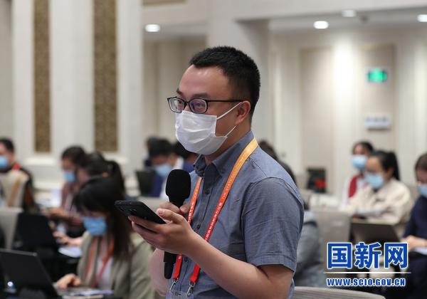 红星新闻记者提问(刘健 摄)