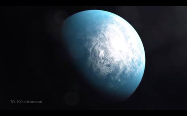 圖為藝術家繪制的TOI 700 d概念圖。這是TESS望遠鏡發現的首顆位于宜居帶中、且大小與地球相仿的行星。