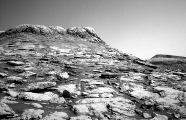 NASA好奇號發回令人印象深刻的火星黑白圖像