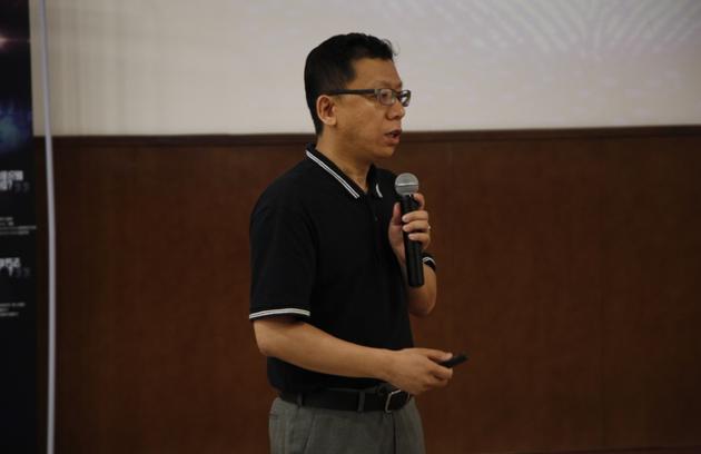 首位演讲嘉宾:清华大学自动化系副教授冯建江
