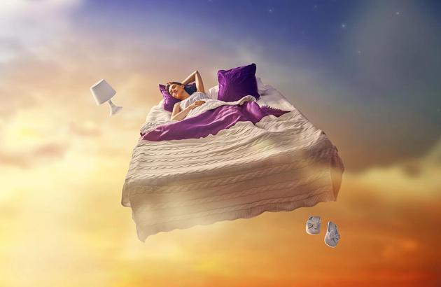 如果海马体是最后一个进入睡眠的大脑区域,那么海马体可能是最后苏醒的。因此你拥有一个时间窗口,苏醒时保留着梦境的短期记忆,但是由于海马体未完全苏醒,你的大脑不能保持记忆。