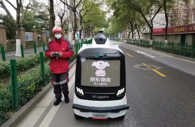 京东物流无人车工程师正在武汉进行配送机器人地图采集与运营测试