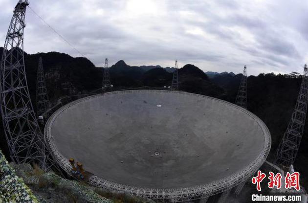 """资料图:位于贵州平塘的""""中国天眼""""(FAST)。"""