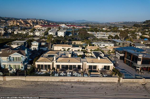 比尔和梅琳达·盖茨于2020年4月购买了圣地亚哥的大型海滨地产