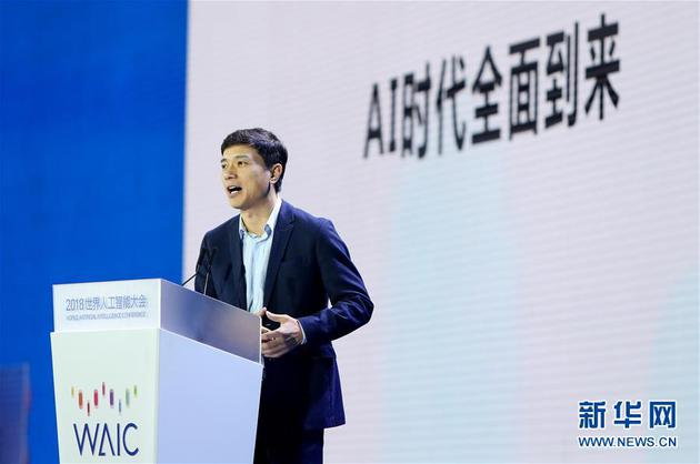 9月17日,百度公司董事长兼首席执行官李彦宏在大会论坛上发表主旨演讲。新华社记者 方喆 摄
