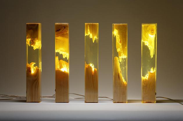 led灯是什么灯_撕裂之美 艺术家用碎木头制成照明灯|照明灯|家居灯|环氧树脂 ...