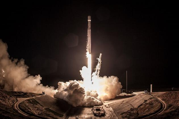 今年晚些时候 SpaceX或尝试在加州海岸回收一枚火箭