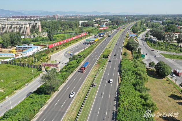 白天拍摄高速公路