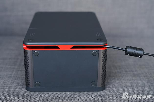 隐藏式接口能有效梳理线缆