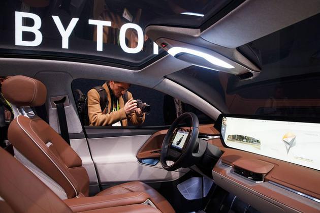 CES 2019上亮相的拜腾M-Byte概念电动SUV内部的中控
