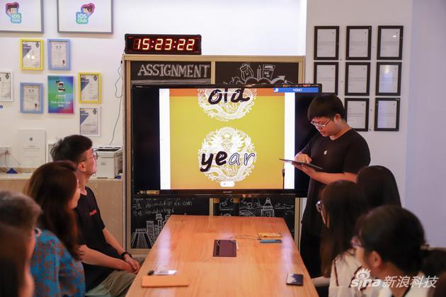 学生开发者演示用Swift开发的App